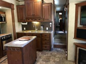 Mountain RV Experience on 35 Acres, Holiday homes  Black Hawk - big - 12