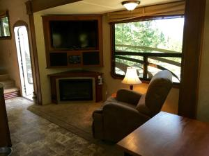 Mountain RV Experience on 35 Acres, Holiday homes  Black Hawk - big - 19