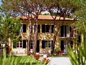 Hotel Villa Fiorisella, Szállodák  Marina di Massa - big - 1