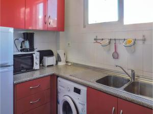 Two-Bedroom Apartment in Nerja, Apartmány  Nerja - big - 20