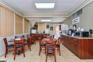 Americas Best Value Inn Sarasota, Motels  Sarasota - big - 23