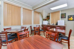 Americas Best Value Inn Sarasota, Motels  Sarasota - big - 22