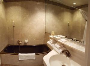 Hotel Fleur-de-Lys, Отели  Ла-Шо-де-Фон - big - 12