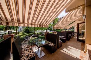 Best Western Central Hotel, Hotels  Arad - big - 79