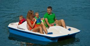 HT Houseboats- domki na wodzie