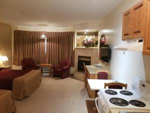 New Imperial Suites, Motels  Whitecourt - big - 9