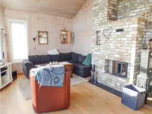 Three-Bedroom Holiday Home in Sogne, Nyaralók  Søgne - big - 2