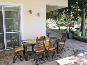 Five-Bedroom Holiday home with Sea View in Melissi Korinthos, Ferienhäuser  Melission - big - 25