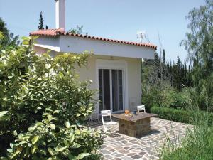 Five-Bedroom Holiday home with Sea View in Melissi Korinthos, Ferienhäuser  Melission - big - 24
