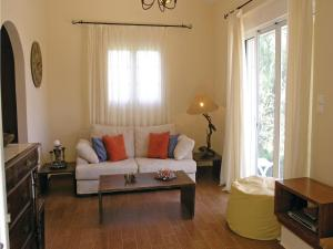 Five-Bedroom Holiday home with Sea View in Melissi Korinthos, Ferienhäuser  Melission - big - 16