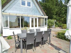 Three-Bedroom Holiday home with a Fireplace in Blåvand, Case vacanze  Blåvand - big - 30