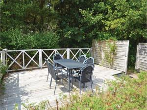 Three-Bedroom Holiday home with a Fireplace in Blåvand, Case vacanze  Blåvand - big - 26
