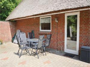 Three-Bedroom Holiday home with a Fireplace in Blåvand, Case vacanze  Blåvand - big - 25