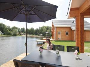 Holiday home Heel 99 with Outdoor Swimmingpool, Ferienhäuser  Heel - big - 7