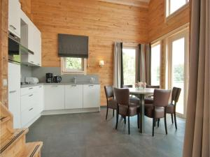 Holiday home Heel 99 with Outdoor Swimmingpool, Ferienhäuser  Heel - big - 14