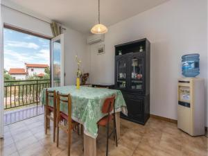 Two-Bedroom Apartment in Visnjan, Apartmanok  Tinjan - big - 10