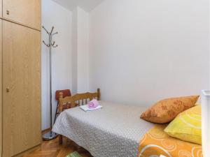 Two-Bedroom Apartment in Visnjan, Apartmanok  Tinjan - big - 12