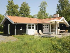 Holiday home Åbrinken Aakirkeby IX, Holiday homes  Vester Sømarken - big - 1