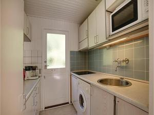 Holiday home Sluseparken Aakirkeby, Дома для отпуска  Vester Sømarken - big - 12