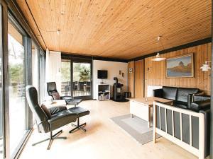Holiday home Lyngvejen Aakirkeby III, Case vacanze  Vester Sømarken - big - 11