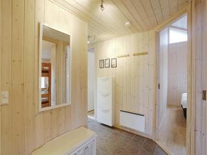 Holiday home Åbrinken Aakirkeby IV, Dovolenkové domy  Vester Sømarken - big - 4