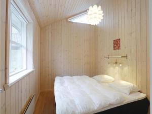 Holiday home Åbrinken Aakirkeby IV, Dovolenkové domy  Vester Sømarken - big - 3