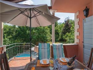 Three-Bedroom Holiday Home in Tinjan, Prázdninové domy  Tinjan - big - 26