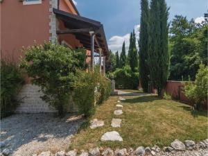Three-Bedroom Holiday Home in Tinjan, Prázdninové domy  Tinjan - big - 24