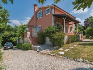 Three-Bedroom Holiday Home in Tinjan, Prázdninové domy  Tinjan - big - 23