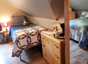 Comfort Triple Room with Shower and view of the river