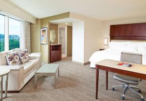 King Suite (2 Adults)