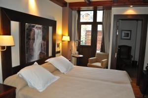 Hotel Ciria, Отели  Бенаске - big - 31