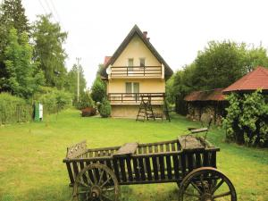 Three-Bedroom Holiday Home in Gierzwald,Mielno