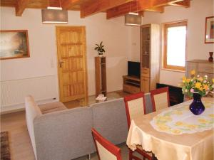 Three-Bedroom Holiday Home in Gaski, Case vacanze  Gąski - big - 8