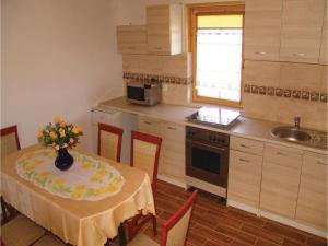 Three-Bedroom Holiday Home in Gaski, Case vacanze  Gąski - big - 22