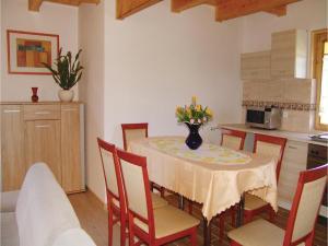 Three-Bedroom Holiday Home in Gaski, Dovolenkové domy  Gąski - big - 21