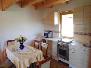 Three-Bedroom Holiday Home in Gaski, Dovolenkové domy  Gąski - big - 20