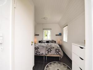 Three-Bedroom Holiday Home in Juelsminde, Holiday homes  Sønderby - big - 12