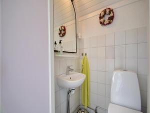 Three-Bedroom Holiday Home in Juelsminde, Holiday homes  Sønderby - big - 15