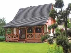 Three-Bedroom Holiday Home in Klodawa