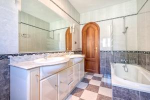 Villa Soleada Calahonda, Vily  Sitio de Calahonda - big - 18