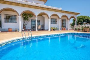 Villa Soleada Calahonda, Vily  Sitio de Calahonda - big - 1