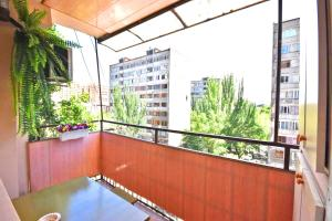 Cozy Three Rooms Republic Square in Center Yerevan, Апартаменты  Ереван - big - 11