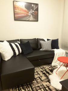 Fully Equipped Two Bedroom Condo in N3, Apartmanok  Calgary - big - 39