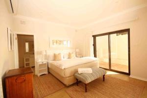 Двухместный номер с 1 кроватью или 2 отдельными кроватями, боковой вид на море