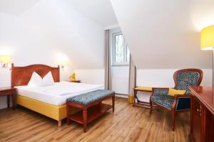 Single Room (new hard wood floor)