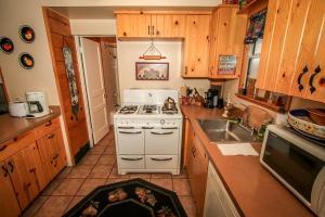 Ponderosa Home, Holiday homes  Big Bear Lake - big - 8