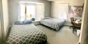 Private Room with 2 Queen Beds