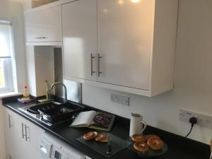 SSA - Atholl House Glasgow Airport, Apartments  Paisley - big - 17