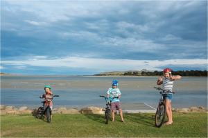 Kowhai Flat, Case vacanze  Pounawea - big - 5